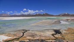 Les déserts, volcans et geysers de l'altiplano chilien et bolivien.