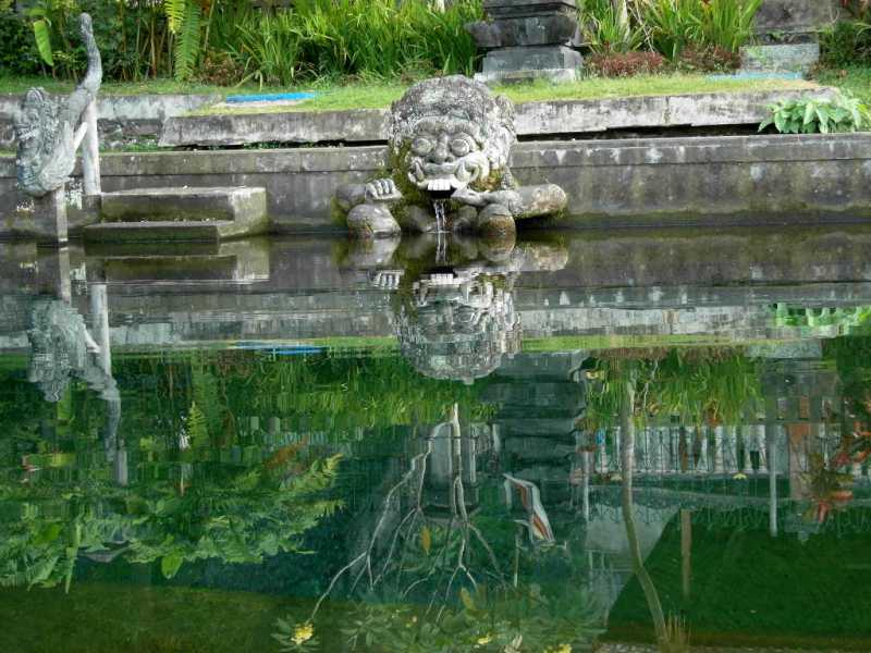 082_TirtaGangga_fontaine.JPG