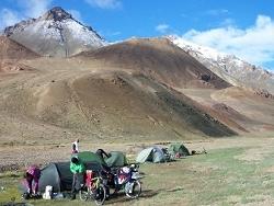 Bivouac collectif au Pamir