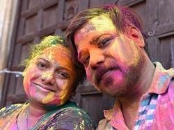 Couple indien lors de la fête Holi