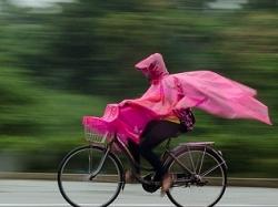 La fille au vélo rose