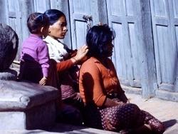 Népal 1978 - Coquetterie féminine