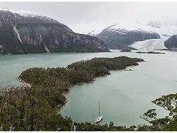 Caleta Beaulieu : Mouillage tranquille, non loin d'un glacier.