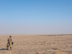 Berger dans la steppe ouzbek